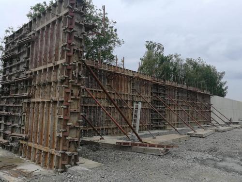Dodávka bednění a betonové směsi